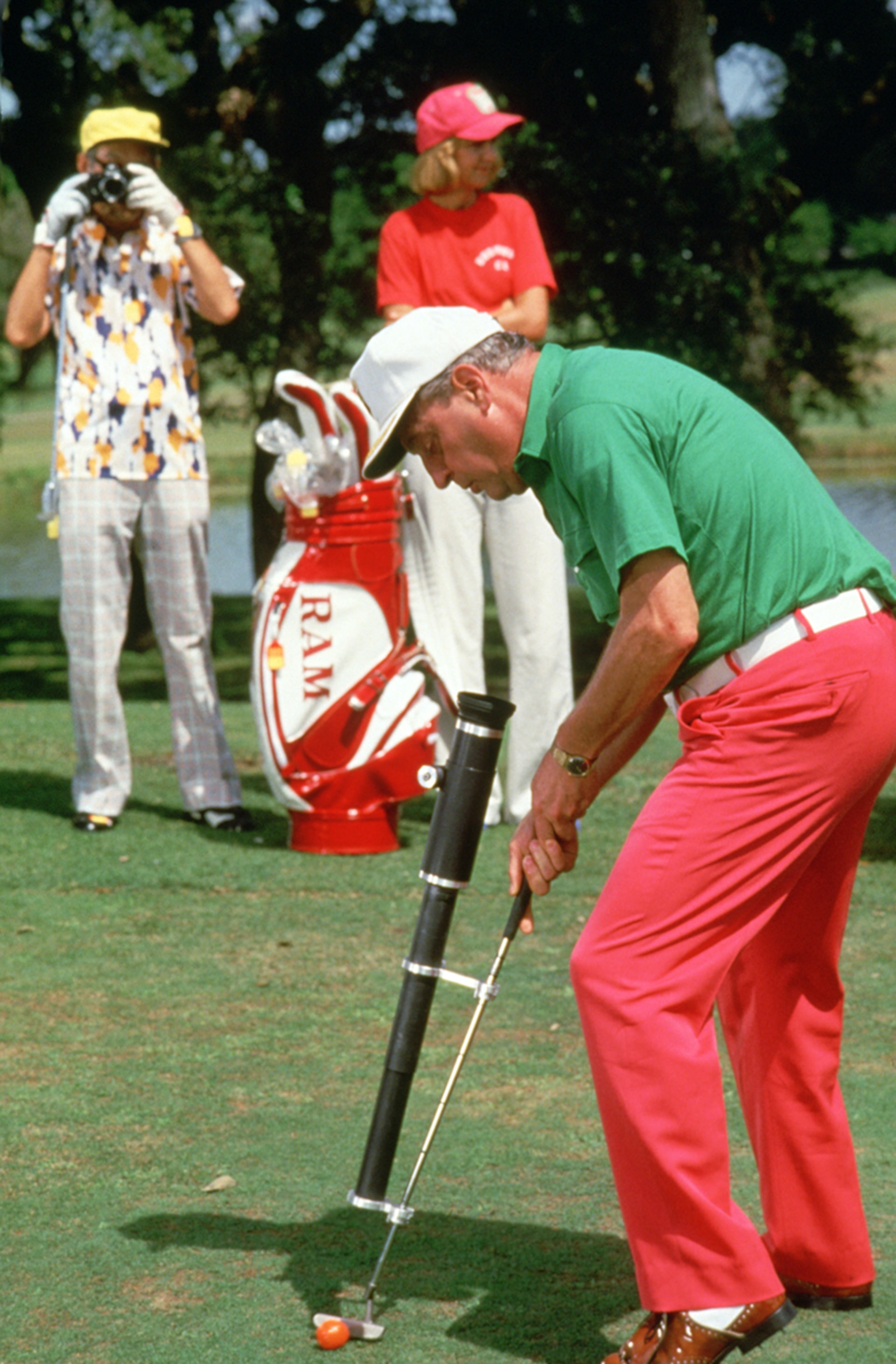 rodney dangerfield as al czervik uses his laser-guided putter in caddyshack