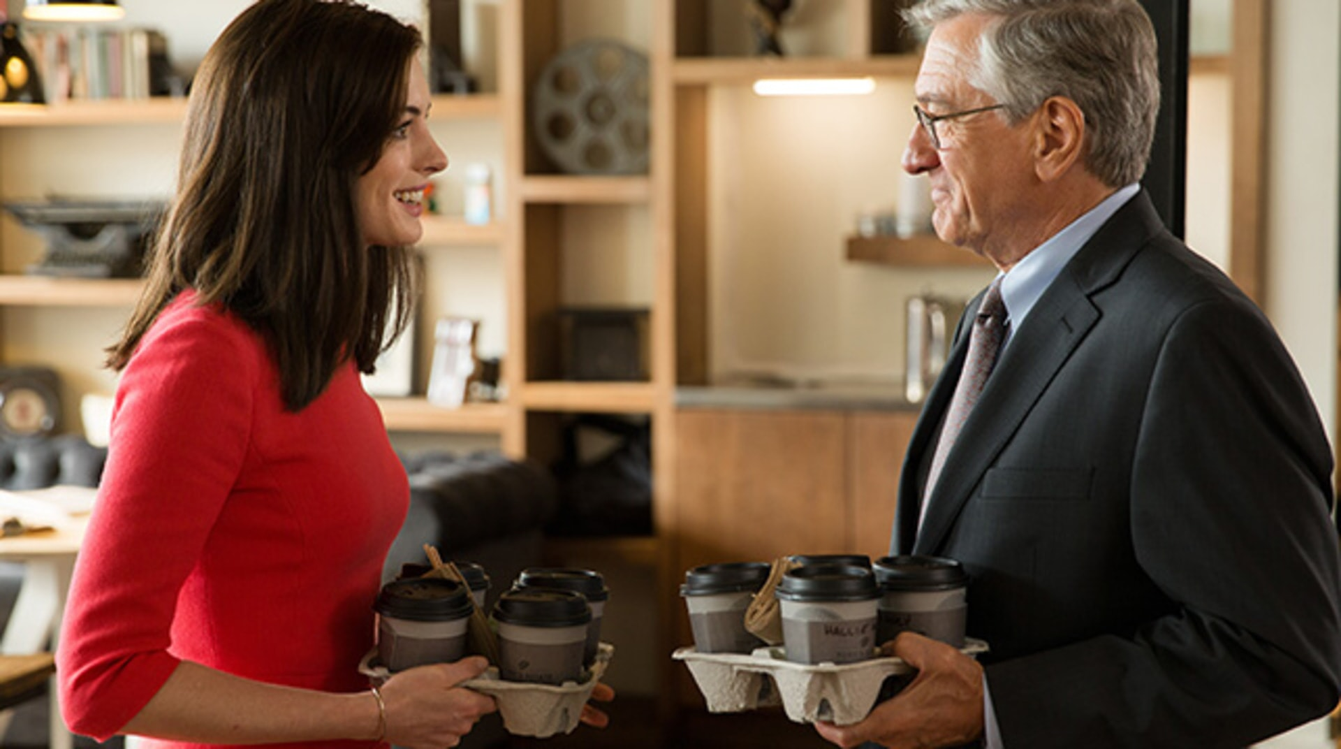 "ANNE HATHAWAY as Jules Ostin and ROBERT DE NIRO as Ben Whittaker in Warner Bros. Pictures' comedy ""THE INTERN."""