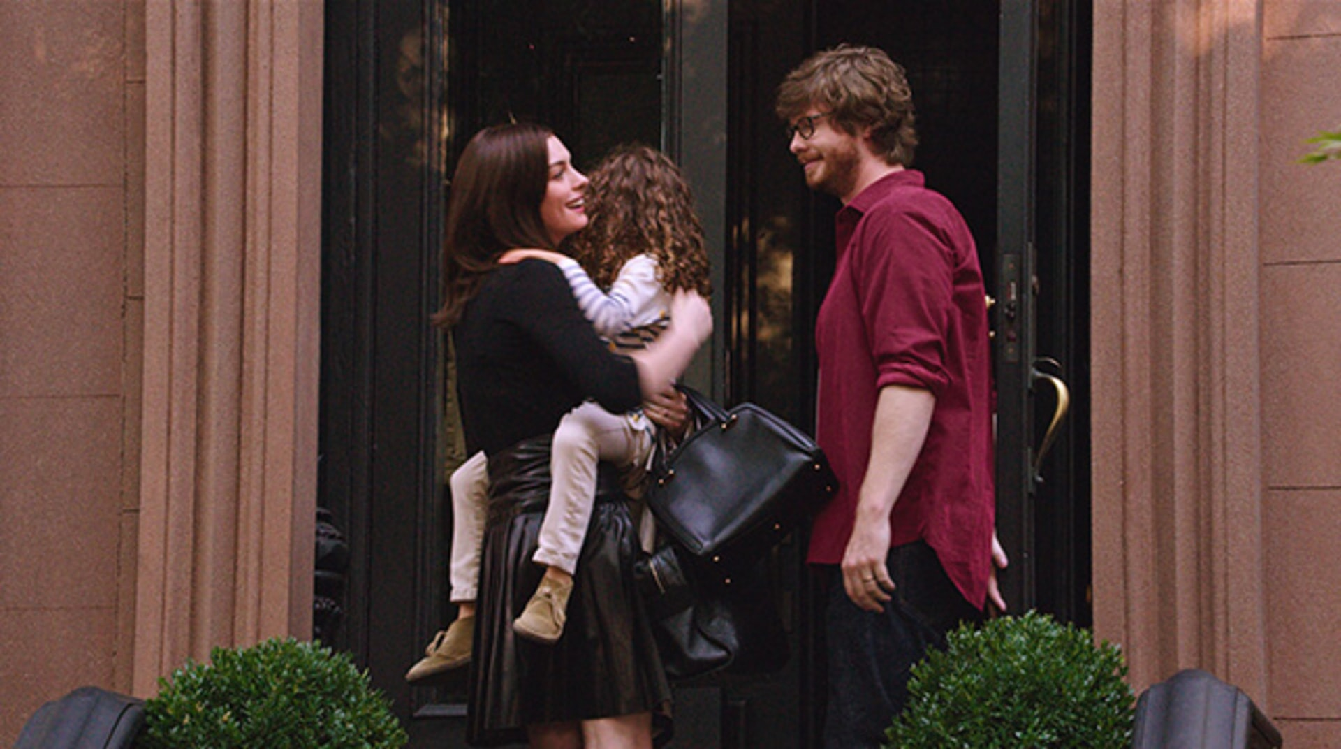 "ANNE HATHAWAY as Jules Ostin, JOJO KUSHNER as Paige and ANDERS HOLM as Matt in Warner Bros. Pictures' comedy ""THE INTERN."""