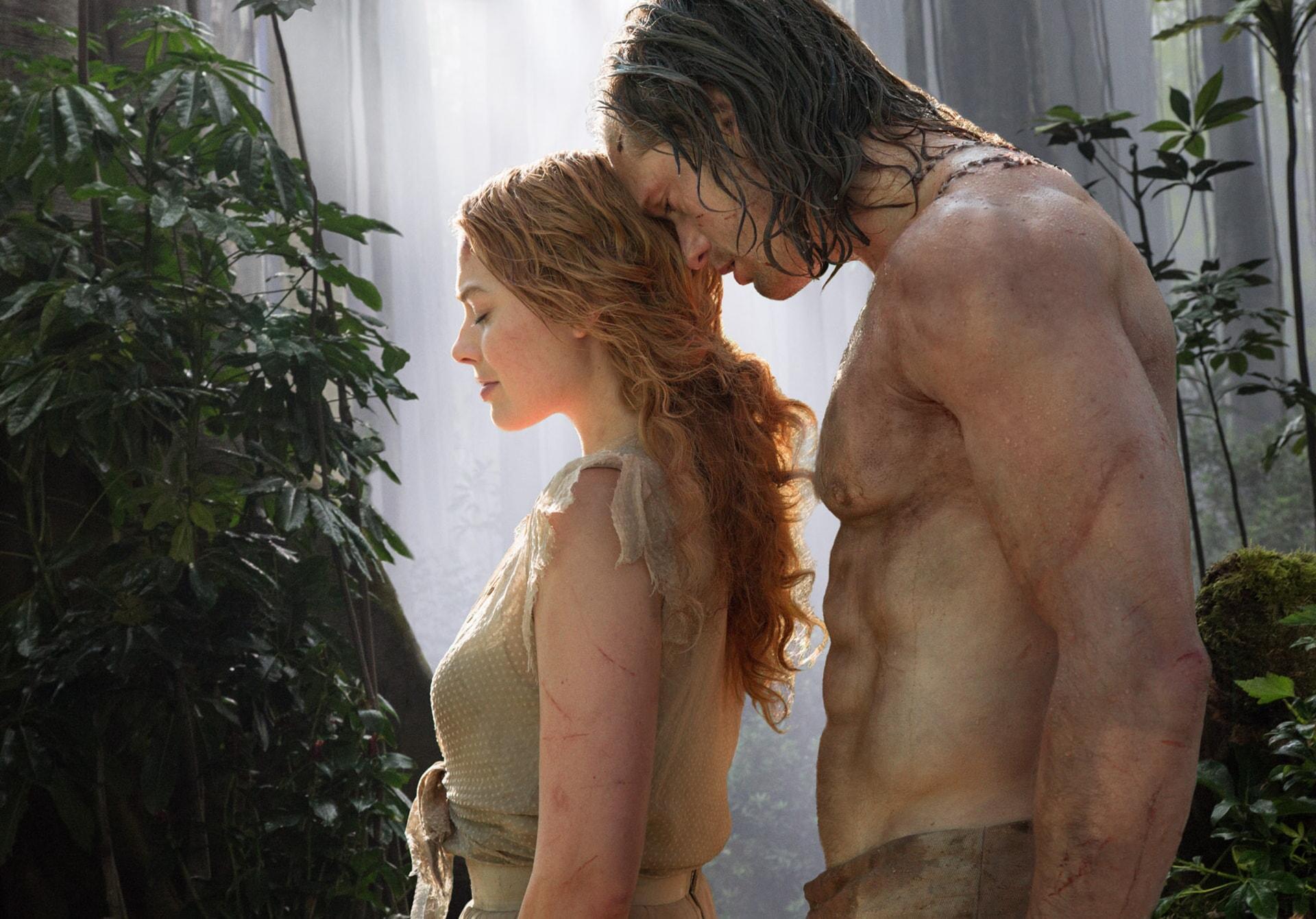 Margot Robbie as Jane Porter and Alexander Skarsgård as Tarzan standing next to each other
