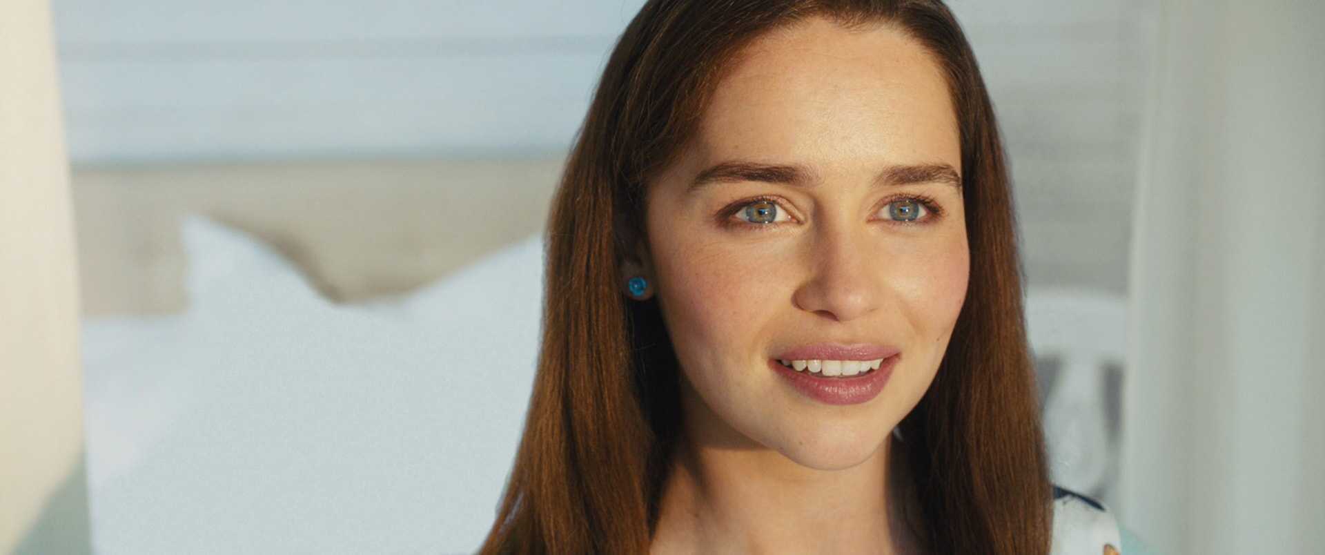 Closeup shot of EMILIA CLARKE as Lou Clark.