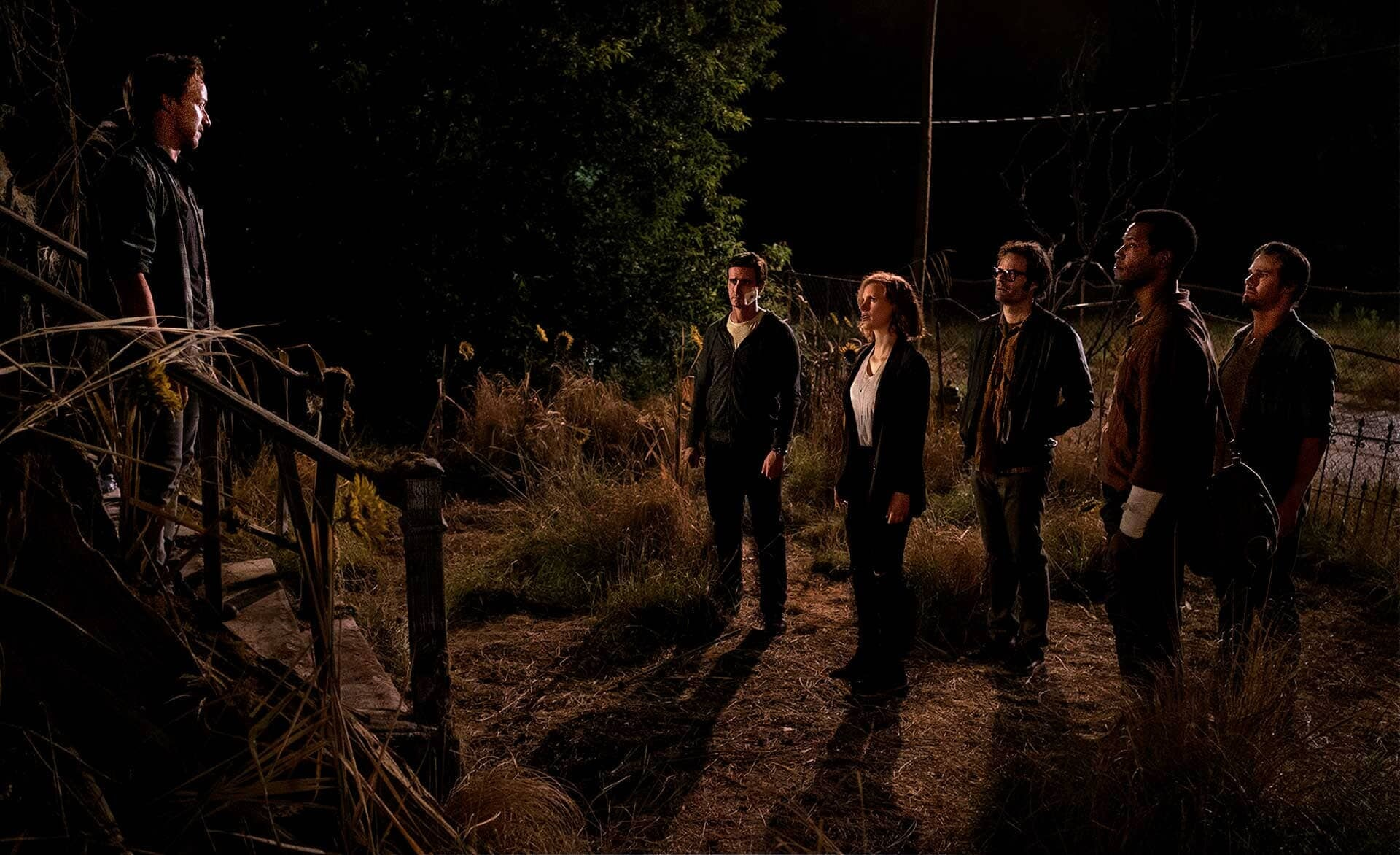 (L-r) JAMES McAVOY as Bill Denbrough, JAMES RANSONE as Eddie Kaspbrak, JESSICA CHASTAIN as Beverly Marsh, BILL HADER as Richie Tozier, ISAIAH MUSTAFA as Mike Hanlon, and JAY RYAN as Ben Hascomb