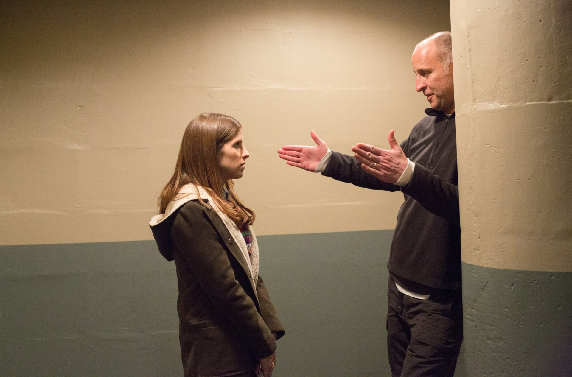 """ANNA KENDRICK and director GAVIN O'CONNOR on the set of Warner Bros. Pictures' """"THE ACCOUNTANT,"""" a Warner Bros. Pictures release."""