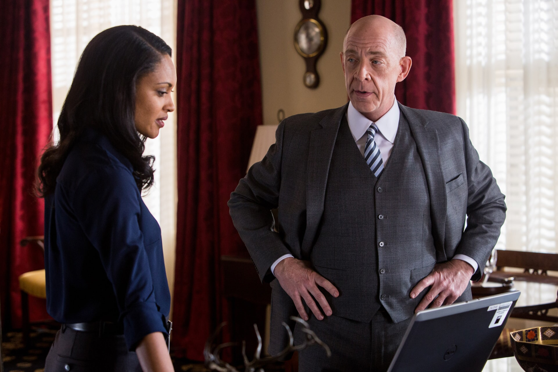"""CYNTHIA ADDAI-ROBINSON as Marybeth Medina and J.K. SIMMONS as Ray King in Warner Bros. Pictures' """"THE ACCOUNTANT,"""" a Warner Bros. Pictures release."""