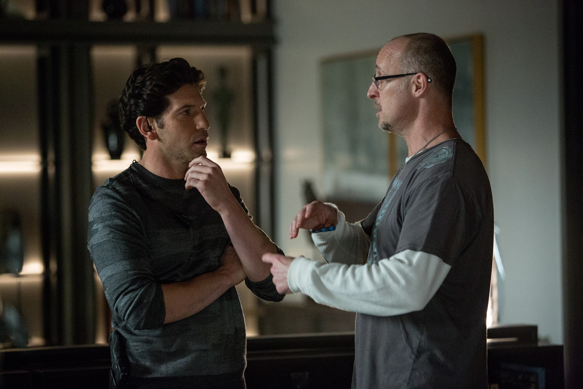"""JON BERNTHAL and director GAVIN O'CONNOR on the set of Warner Bros. Pictures' """"THE ACCOUNTANT,"""" a Warner Bros. Pictures release."""