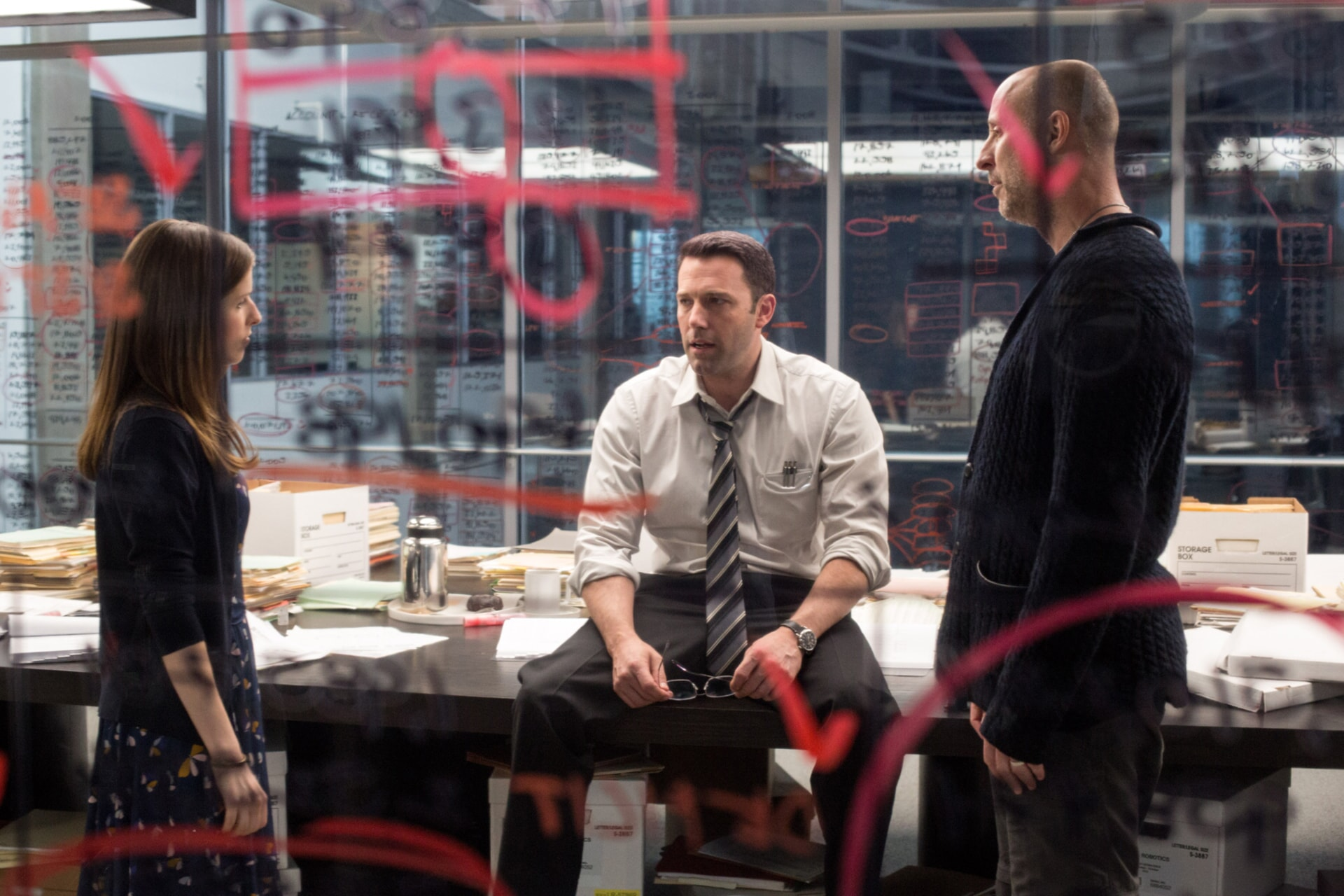 """ANNA KENDRICK, BEN AFFLECK and director GAVIN O'CONNOR on the set of Warner Bros. Pictures' """"THE ACCOUNTANT,"""" a Warner Bros. Pictures release."""