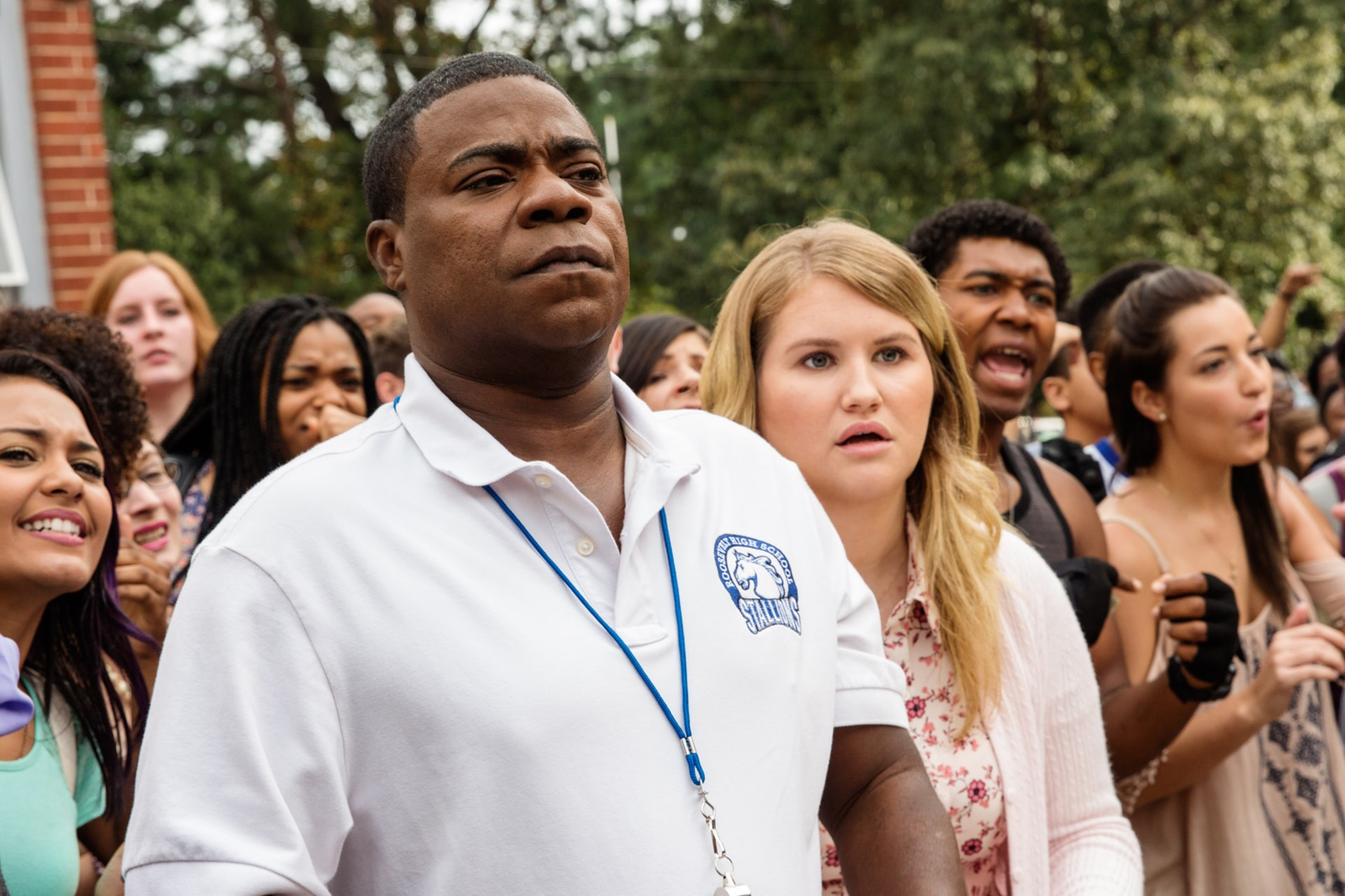 """TRACY MORGAN as Coach Crawford and JILLIAN BELL as Holly in the New Line Cinema and Village Roadshow Pictures comedy """"FIST FIGHT,"""" a Warner Bros. Pictures release."""