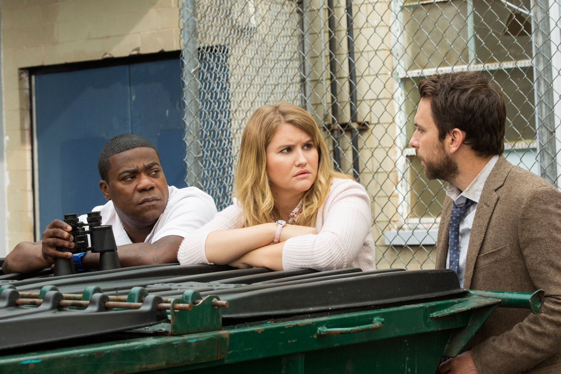 """TRACY MORGAN as Coach Freddie Crawford, JILLIAN BELL as Holly and CHARLIE DAY as Andy Campbell in the New Line Cinema and Village Roadshow Pictures comedy """"FIST FIGHT,"""" a Warner Bros. Pictures release. Photo by Bob Mahoney"""
