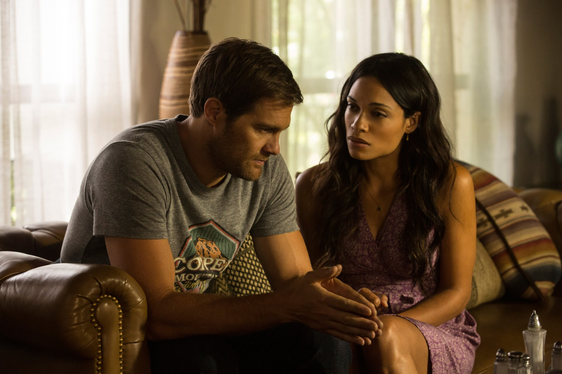"GEOFF STULTS as David Connover and ROSARIO DAWSON as Julia Banks in Warner Bros. Pictures' dramatic thriller ""UNFORGETTABLE,"" a Warner Bros. Pictures release."