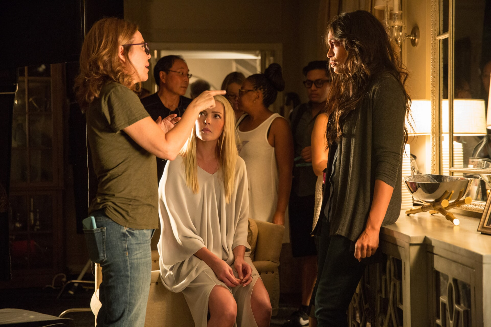 "Director/producer DENIS DI NOVI, KATHERINE HEIGL and ROSARIO DAWSON on the set of Warner Bros. Pictures' dramatic thriller ""UNFORGETTABLE,"" a Warner Bros. Pictures release."