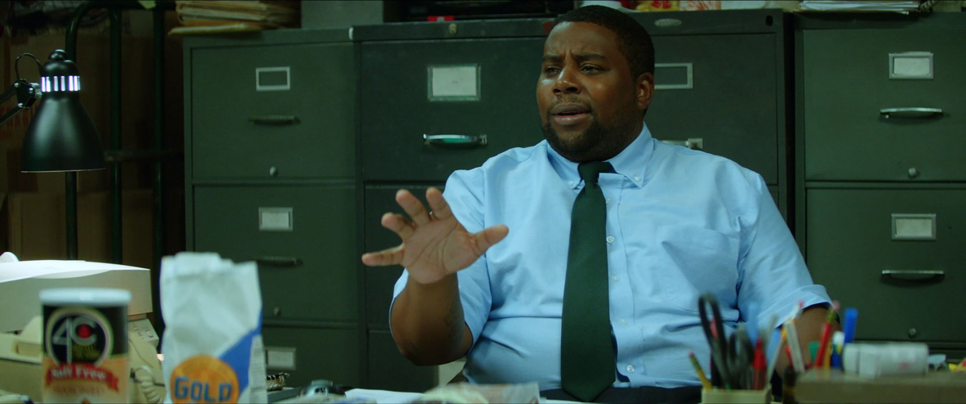 """KENAN THOMPSON as Manager Keith Schonfeld in the New Line Cinema and Village Roadshow comedy """"GOING IN STYLE,"""" a Warner Bros. Pictures release."""