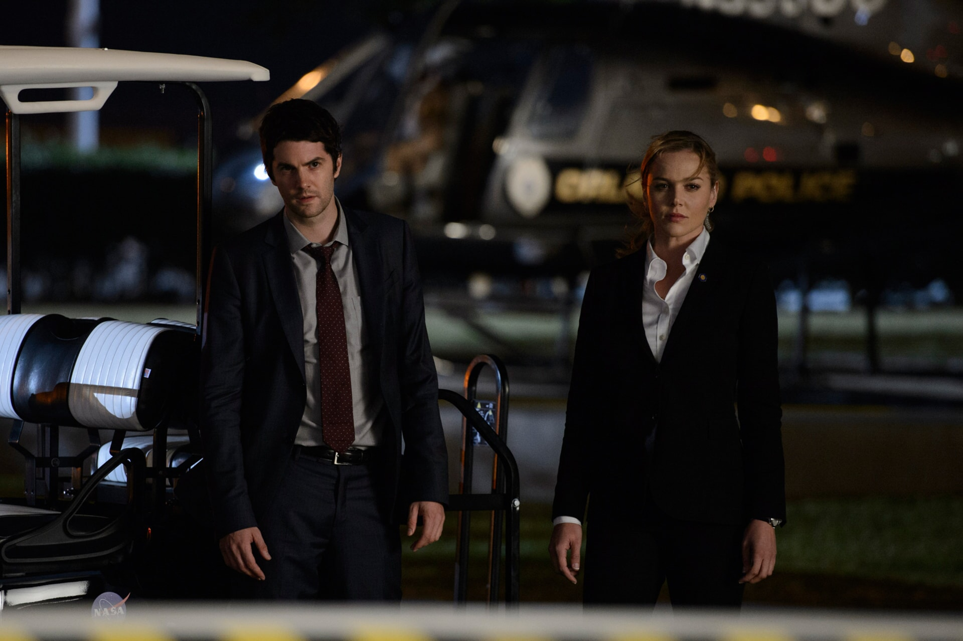 "JIM STURGESS as Max Lawson and ABBIE CORNISH as Sarah Wilson in Warner Bros. Pictures' and Skydance's suspense thriller ""GEOSTORM,"" a Warner Bros. Pictures release."