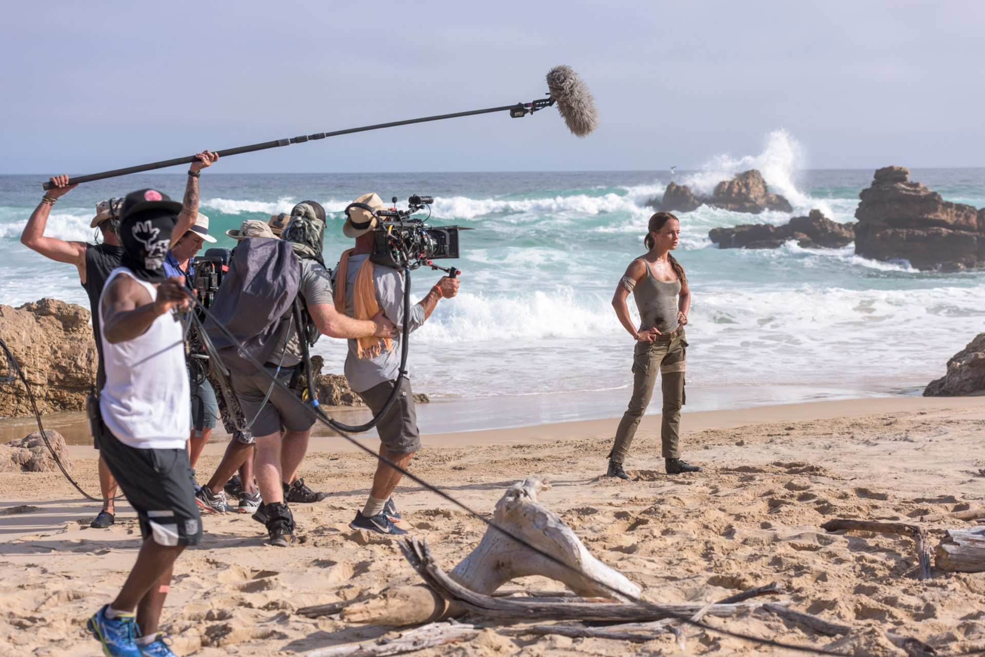 """(Right) ALICIA VIKANDER on the set of Warner Bros. Pictures' and Metro-Goldwyn-Mayer Pictures' action adventure """"TOMB RAIDER,"""" a Warner Bros. Pictures release."""