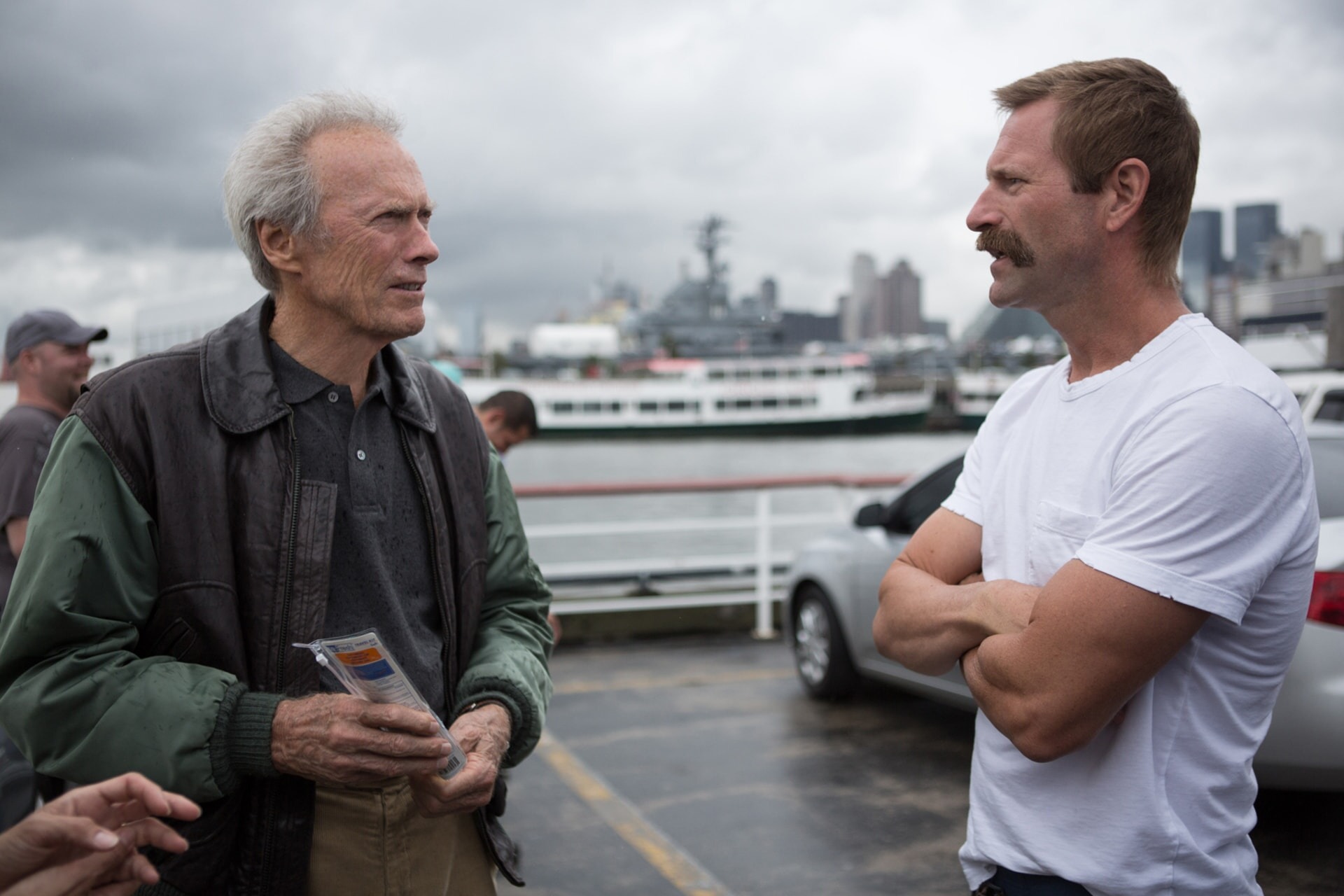 """Director/producer CLINT EASTWOOD and AARON ECKHART on the set of Warner Bros. Pictures' and Village Roadshow Pictures' drama """"SULLY,"""" a Warner Bros. Pictures release."""