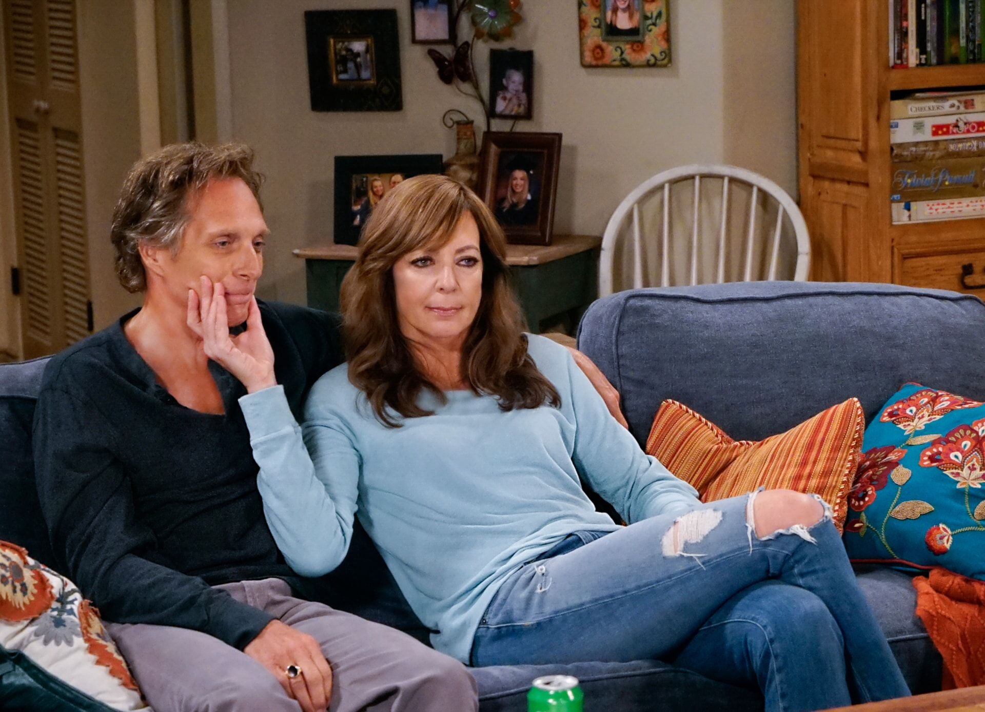 """William Fichtner as Adam and Allison Janney as Bonnie. Mom 4, ep. 2 """"Sword Fights and a Dominican Shortstop"""""""