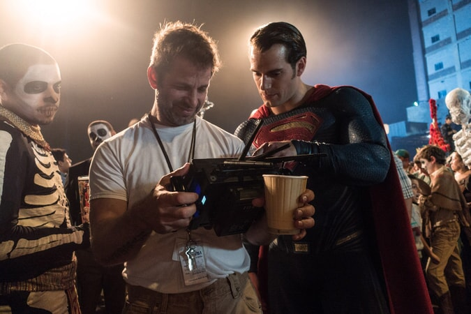 Director ZACK SNYDER and HENRY CAVILL on the set