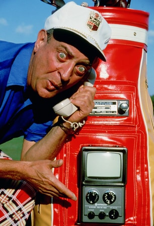 rodney dangerfield as al czervik shows off his fully equipped golf bag in caddyshack
