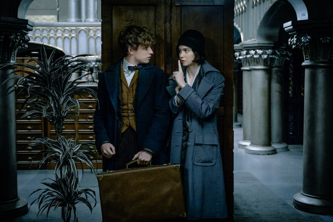 """EDDIE REDMAYNE as Newt Scamander and KATHERINE WATERSTON as Tina in Warner Bros. Pictures' fantasy adventure """"FANTASTIC BEASTS AND WHERE TO FIND THEM,"""" a Warner Bros. Pictures release."""