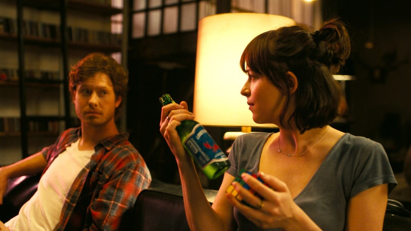 "ANDERS HOLM as Tom and DAKOTA JOHNSON as Alice in New Line Cinema's, Metro-Goldwyn-Mayer Pictures' and Flower Films' comedy ""HOW TO BE SINGLE,"" a Warner Bros. Pictures release."