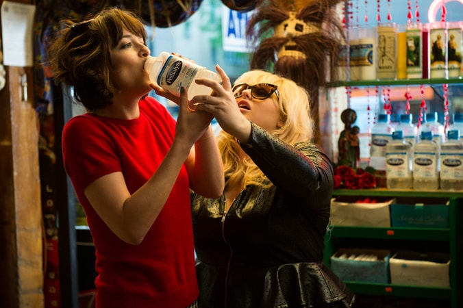 "REBEL WILSON as Robin and DAKOTA JOHNSON as Alice in New Line Cinema's comedy ""HOW TO BE SINGLE,"" a Warner Bros. Pictures release."