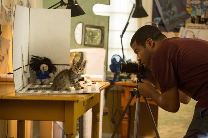 JORDAN PEELE as Rell Williams photographing the kitten Keanu
