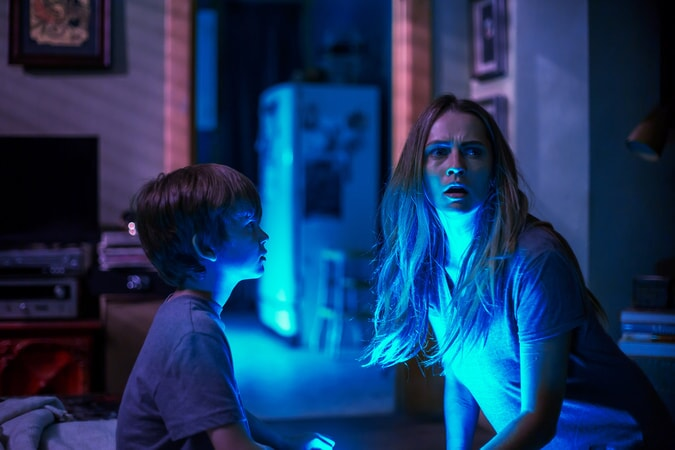"""GABRIEL BATEMAN as Martin and TERESA PALMER as Rebecca in New Line Cinema's horror film """"LIGHTS OUT,"""" a Warner Bros. Pictures release."""