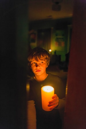 """GABRIEL BATEMAN as Martin in New Line Cinema's horror film """"LIGHTS OUT,"""" a Warner Bros. Pictures release."""