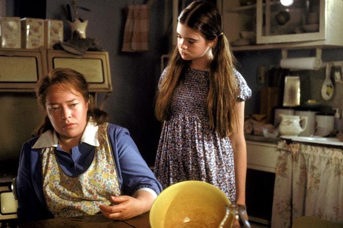 Kathy Bates and Ellen Muth in Dolores Claiborne