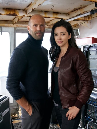 Jason Statham and Bingbing Li in The Meg