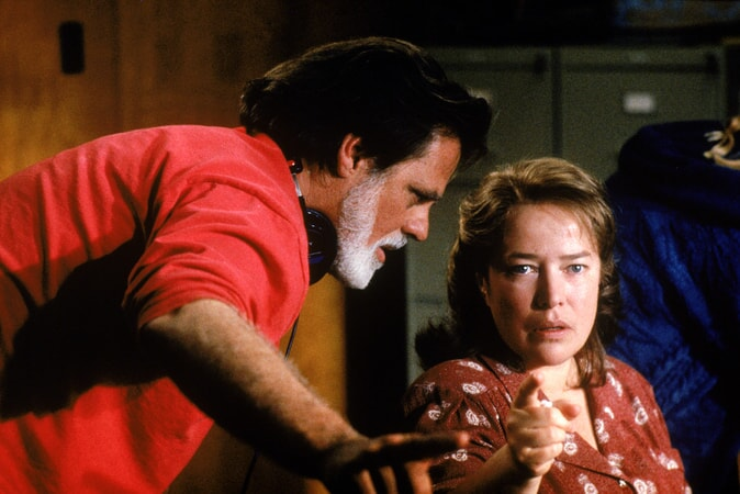 BTS shot of director Taylor Hackford and Kathy Bates on the set of Dolores Claiborne.