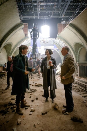 """EDDIE REDMAYNE, KATHERINE WATERSTON and director DAVID YATES on the set of Warner Bros. Pictures' fantasy adventure """"FANTASTIC BEASTS AND WHERE TO FIND THEM,"""" a Warner Bros. Pictures release."""
