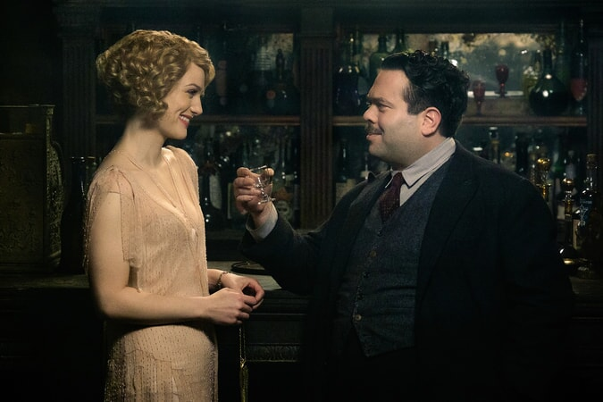 """ALISON SUDOL as Queenie and DAN FOGLER as Jacob in Warner Bros. Pictures' fantasy adventure """"FANTASTIC BEASTS AND WHERE TO FIND THEM,"""" a Warner Bros. Pictures release."""