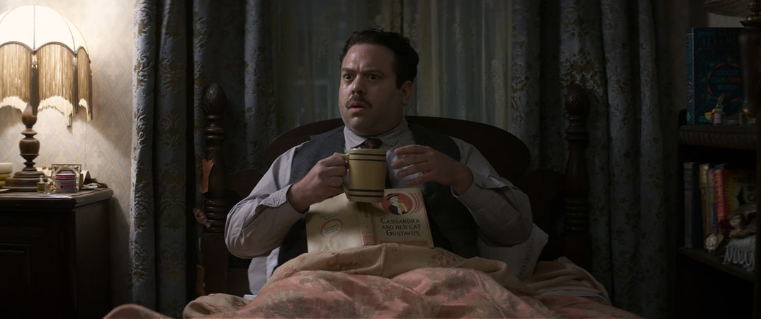 """DAN FOGLER as Jacob in Warner Bros. Pictures' fantasy adventure """"FANTASTIC BEASTS AND WHERE TO FIND THEM,"""" a Warner Bros. Pictures release."""