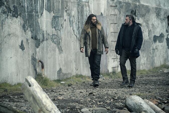 """JASON MOMOA as Arthur Curry and BEN AFFLECK as Bruce Wayne in Warner Bros. Pictures' action adventure """"JUSTICE LEAGUE,"""" a Warner Bros. Pictures release."""