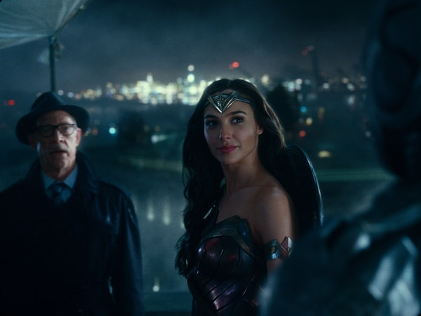 """J.K. SIMMONS as Commissioner Gordon and GAL GADOT as Wonder Woman in Warner Bros. Pictures' action adventure """"JUSTICE LEAGUE,"""" a Warner Bros. Pictures release."""