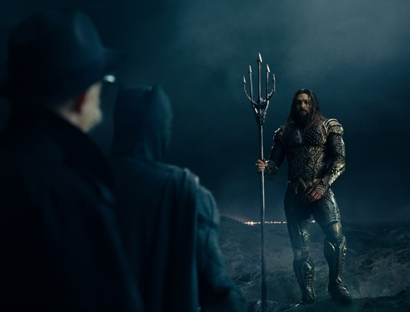 """J.K. SIMMONS as Commissioner Gordon, BEN AFFLECK as Batman and JASON MOMOA as Aquaman in Warner Bros. Pictures' action adventure """"JUSTICE LEAGUE,"""" a Warner Bros. Pictures release."""