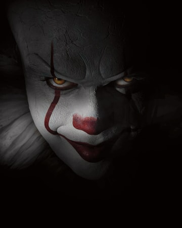 Close-up of Bill Skarsgård as Pennywise the clown