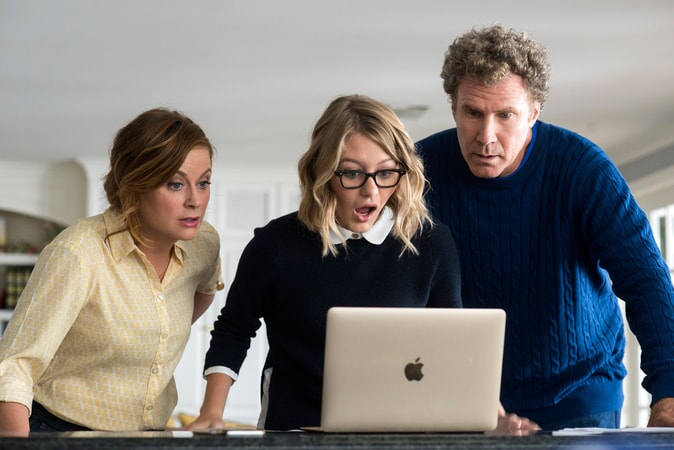 """AMY POEHLER as Kate Johansen, RYAN SIMPKINS as Alex Johansen and WILL FERRELL as Scott Johansen in the New Line Cinema and Village Roadshow Pictures comedy """"THE HOUSE,"""" a Warner Bros. Pictures release."""