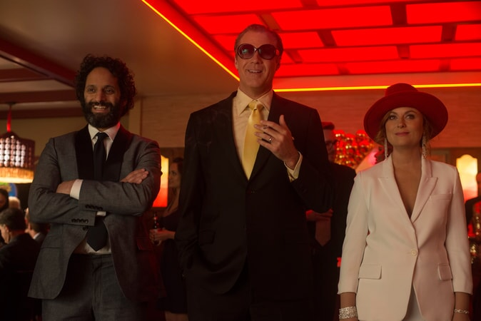 """JASON MANTZOUKAS as Frank, WILL FERRELL as Scott Johansen and AMY POEHLER as Kate Johansen in the New Line Cinema and Village Roadshow Pictures comedy """"THE HOUSE,"""" a Warner Bros. Pictures release."""