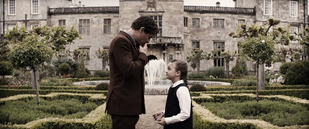 """(L-R) DOMINIC WEST as Richard Croft and MAISY DE FREITAS as Young Lara (7 years old) in Warner Bros. Pictures' and Metro-Goldwyn-Mayer Pictures' action adventure """"TOMB RAIDER,"""" a Warner Bros. Pictures release."""