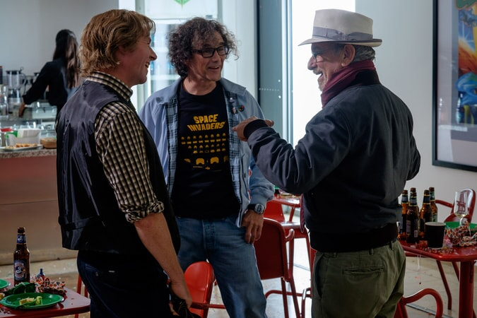 """(L-R) SIMON PEGG, MARK RYLANCE and director/producer STEVEN SPIELBERG on the set of Warner Bros. Pictures', Amblin Entertainment's and Village Roadshow Pictures' action adventure """"READY PLAYER ONE,"""" a Warner Bros. Pictures release."""