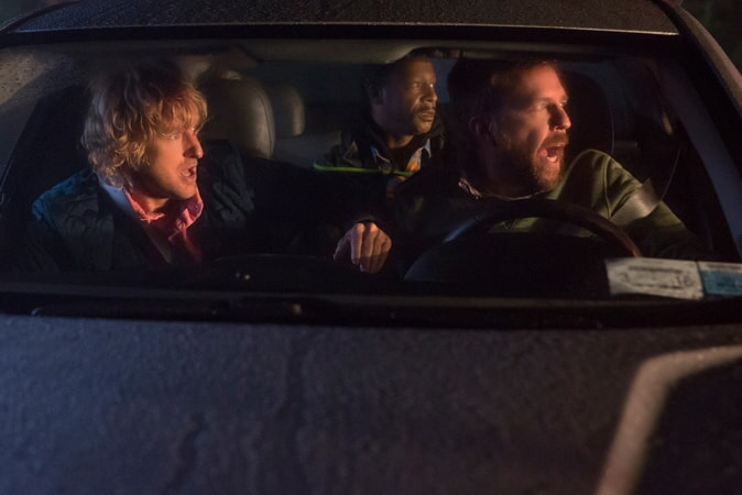 "OWEN WILSON as Kyle Reynolds, KATT WILLIAMS as Hitchhiker and ED HELMS as Peter Reynolds in Alcon Entertainment's comedy ""FATHER FIGURES,"" a Warner Bros. Pictures release."