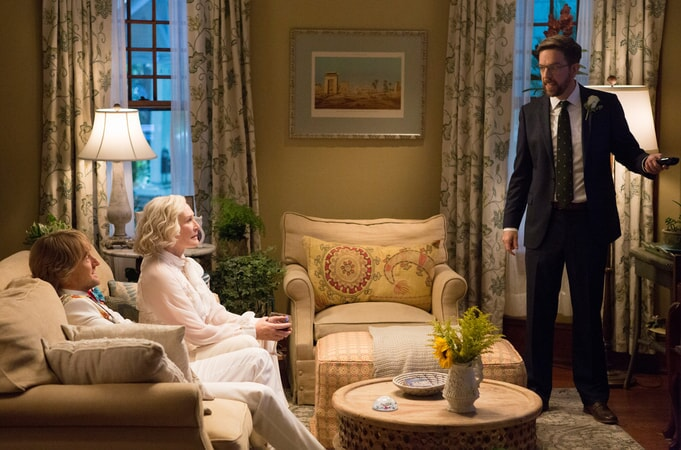 """OWEN WILSON as Kyle Reynolds, GLENN CLOSE as Helen and ED HELMS as Peter Reynolds in Alcon Entertainment's comedy """"FATHER FIGURES,"""" a Warner Bros. Pictures release."""