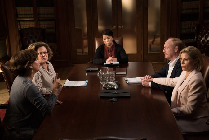 "(L-R) MAYA RUDOLPH as Christine, MELISSA McCARTHY as Deanna, KAREN MARUYAMA as Mediator, MATT WALSH as Dan and JULIE BOWEN as Marcie in New Line Cinema's comedy ""LIFE OF THE PARTY,"" a Warner Bros. Pictures' release."