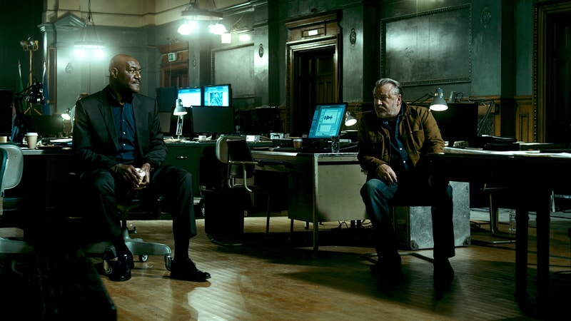 "DELROY LINDO as Instructor Hall and RAY WINSTONE as Pappas in Alcon Entertainment's action thriller ""POINT BREAK,"" a Warner Bros. Pictures release."