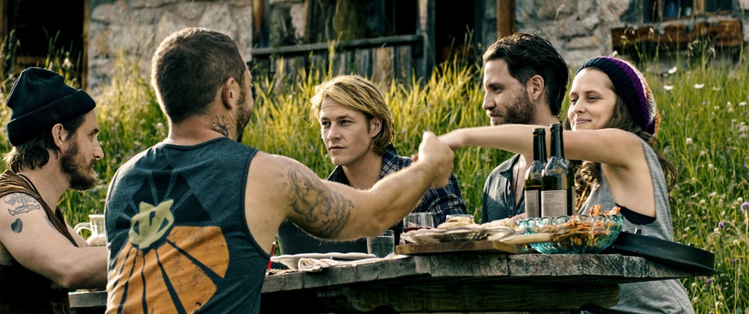 "CLEMENS SCHICK as Roach, MATIAS VARELA as Grommet, LUKE BRACEY as Utah, EDGAR RAMIREZ as Bodhi and TERESA PALMER as Samsara in Alcon Entertainment's action thriller ""POINT BREAK,"" a Warner Bros. Pictures release."