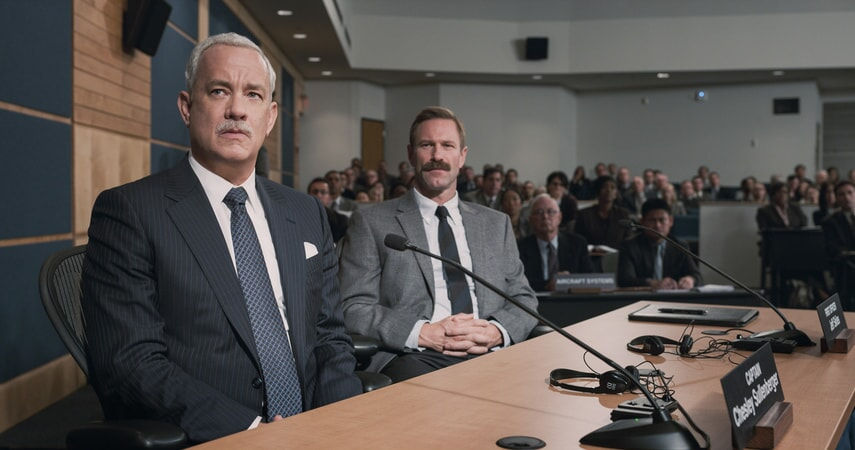 """TOM HANKS as Chesley """"Sully"""" Sullenberger and AARON ECKHART as Jeff Skiles in Warner Bros. Pictures' and Village Roadshow Pictures' drama """"SULLY,"""" a Warner Bros. Pictures release."""