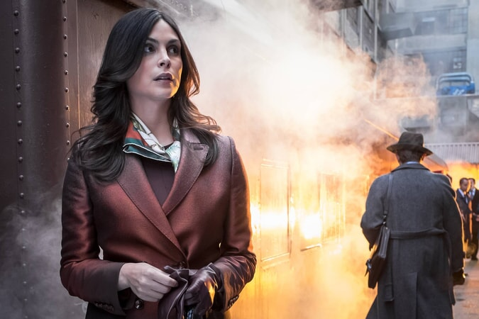 """Morena Baccarin as Dr. Leslie Thompkins. Gotham 3, ep. 2 """"Burn the Witch"""""""
