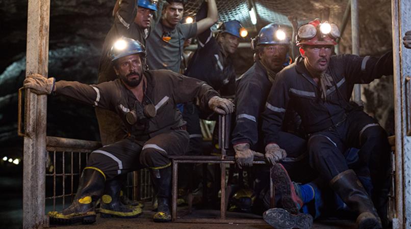 "(Far right) ANTONIO BANDERAS as Mario Sepúlveda and (top left, standing) JACOB VARGAS as Edison Peña in Alcon Entertainment's true-life drama ""THE 33,"" a Warner Bros. Pictures Release."